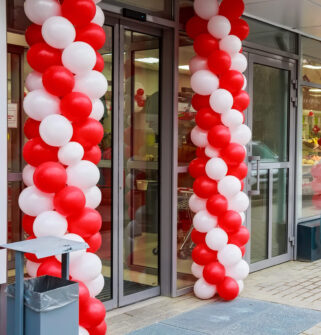 store opening balloons